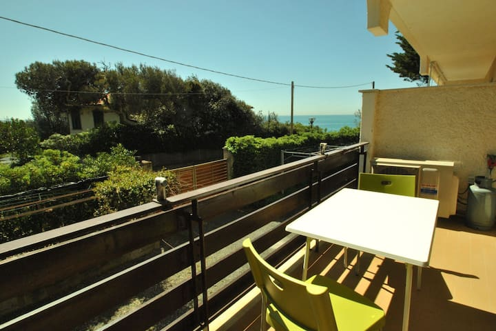 Studio on the 1° floor with sea view terrace - B