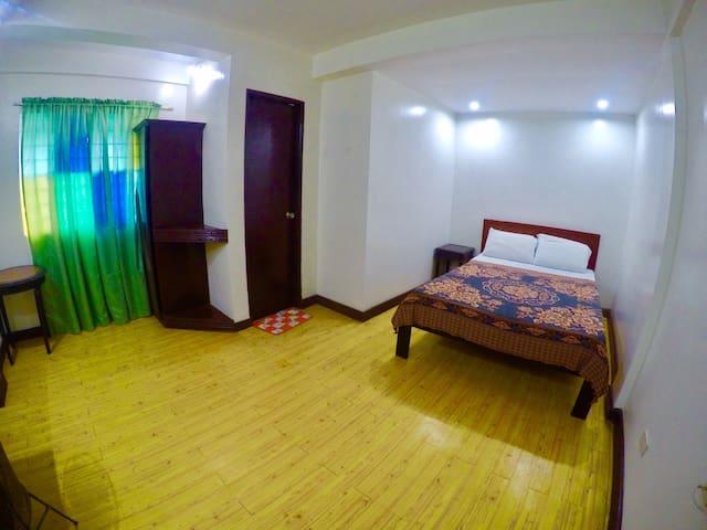 Hacienda Darasa Garden Resort - Tanauan - Bed & Breakfast
