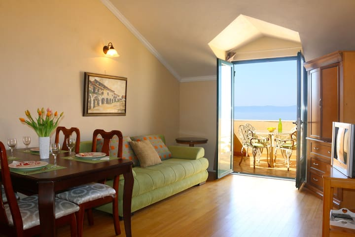 Dramatic Sea Views! - Apt. #5 Villa St. George - Drašnice - Apartment