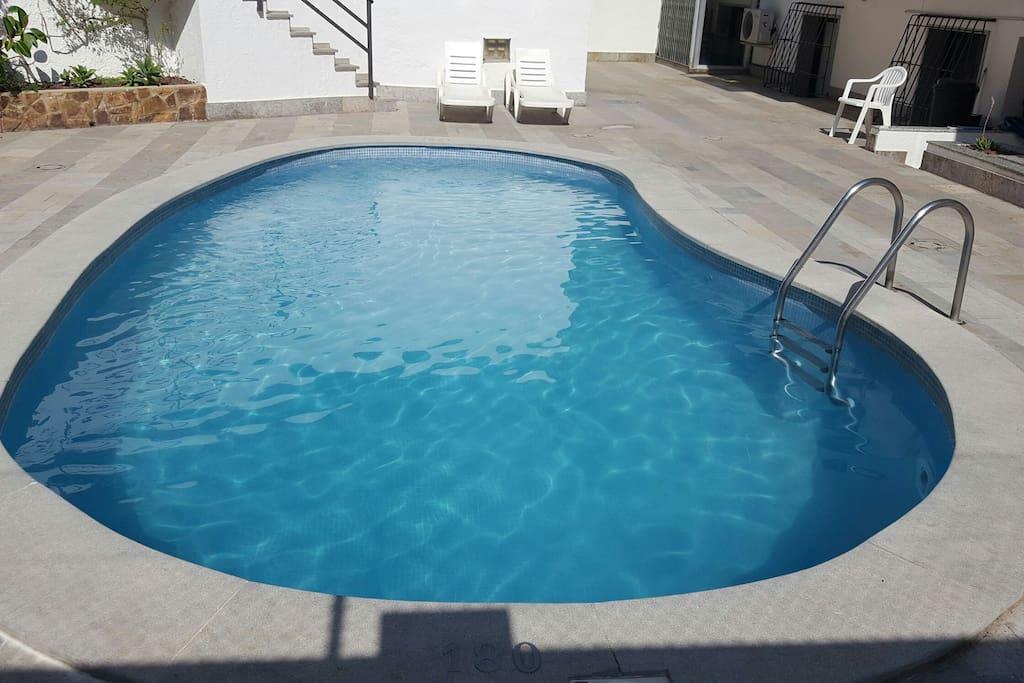 Precioso apartamento a 100m de playa con piscina for Piscinas aki catalogo