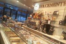 Colazioni offerte in una caffetterie/pasticcerie a 5 stelle a pochi passi dalla villa