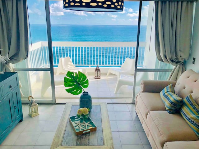 BEACH FRONT 2 BDRM APT, AIR CONDITIONED, FAST WIFI