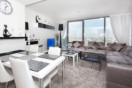 Signature Holiday Homes- Luxury Studio Apartment, D1 Residences - Dubai - Appartement