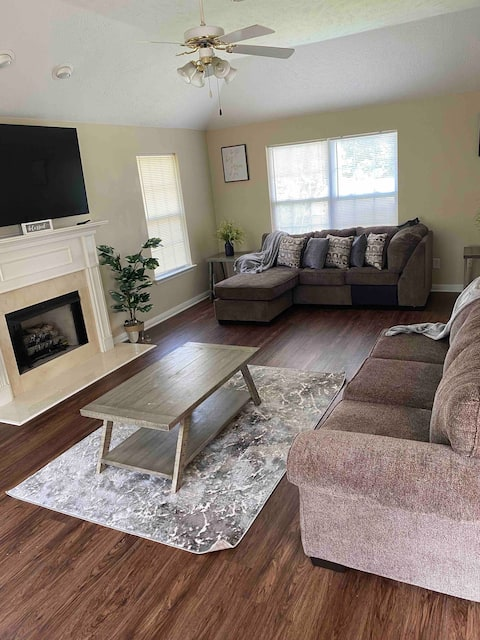 Luxury 3 Bedroom Minutes from Nashville Airport