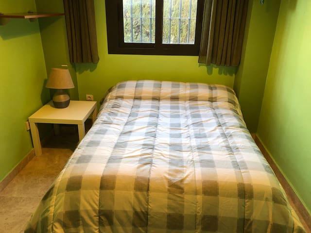 Habitación cama matrimonio en chalet, cerca metro