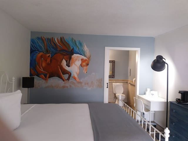 Unique private en-suite bedroom with breakfast