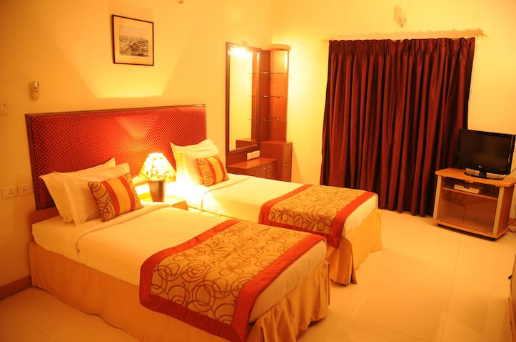 Luxurious Stay in Mylapore Twin Bedroom 2 of 2