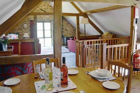 Norton Cottage - Pet-friendly spacious barn conversion in Exmoor National Park