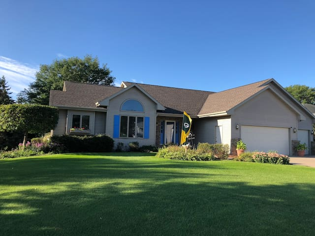 Great North Appleton home close to EAA