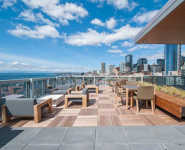 Top floor 2BR/2BTH w/ Stunning views