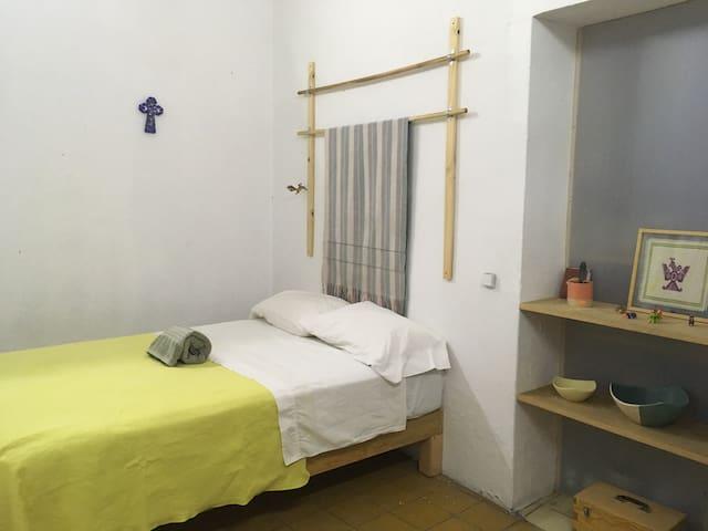Habitacion Toledo en Almacen 1-2-3 baño compartido