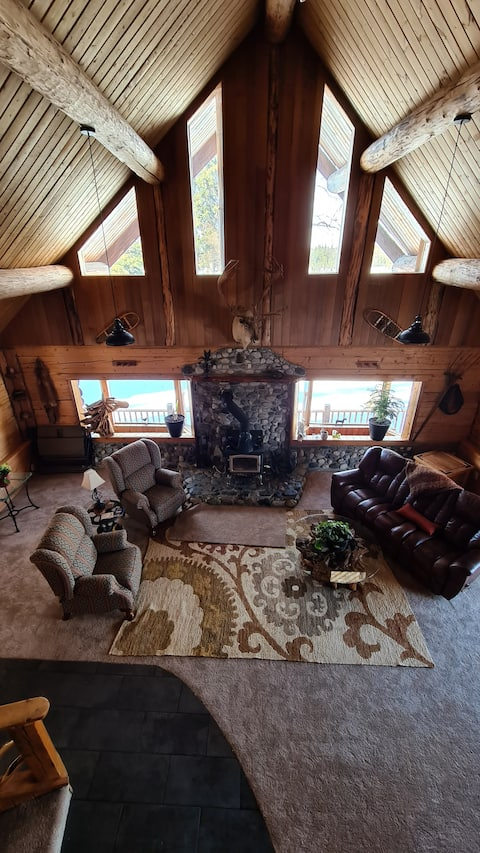 Classic Alaskan log cabin on lakefront with views
