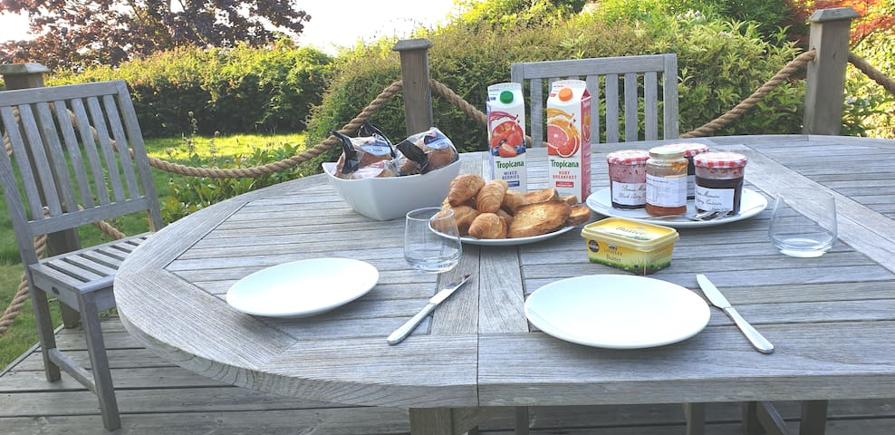 Al fresco 'early bird' breakfast Summer 2019, just waiting fot tea, coffee, and guests!