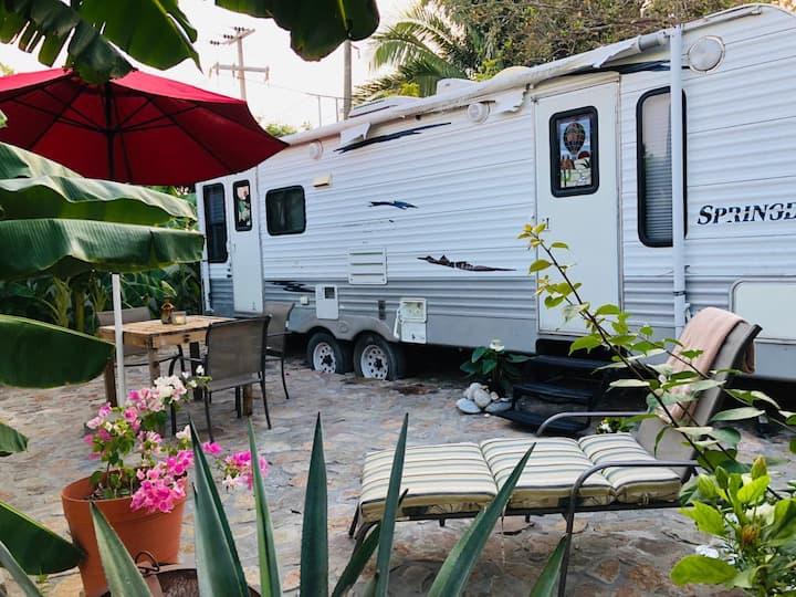 1 Bedroom  Springdale Camper (BEACH&OCEAN)Backyard