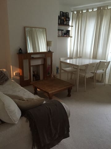 Cosy 2 bedroom flat in Tooting Bec - Northern Line - London - Apartment