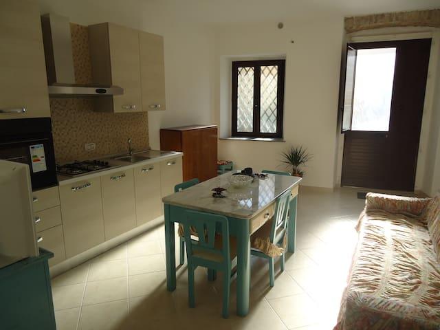 CASA RISTRUTTURATA IN CENTRO STORICO VICINO MARE - Roccella Ionica - บ้าน