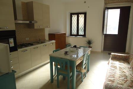 CASA RISTRUTTURATA IN CENTRO STORICO VICINO MARE - Roccella Ionica