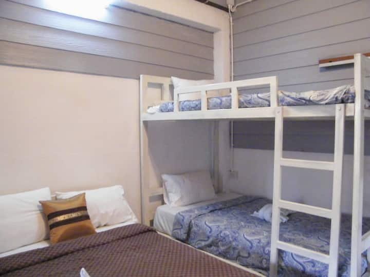 Family Queen Bed and Bunk Bed with breakfast
