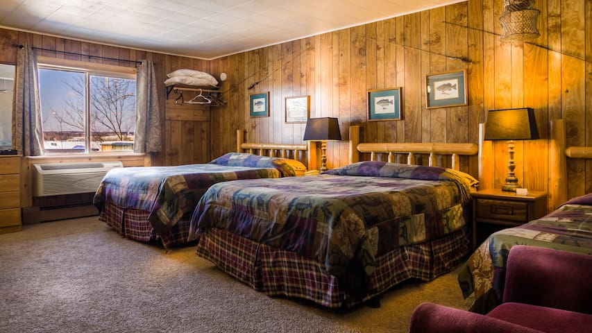Room 16 - Angler's Retreat - Curriers Lakeview Lodge