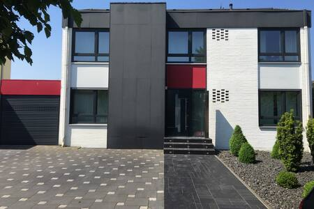 W1:COSY ROOM NEAR DUSSELDORF+CENTRO - Dinslaken - House