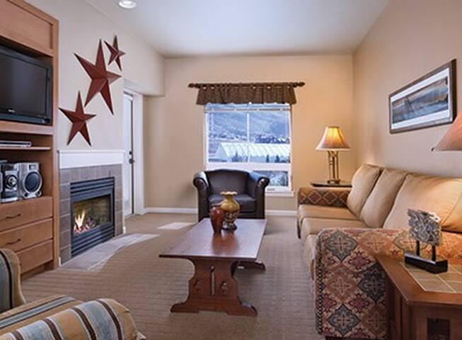 Steamboat 2BR DLX #2 (FREE WiFi / NO CLEAN FEE) - Steamboat Springs - Condominium