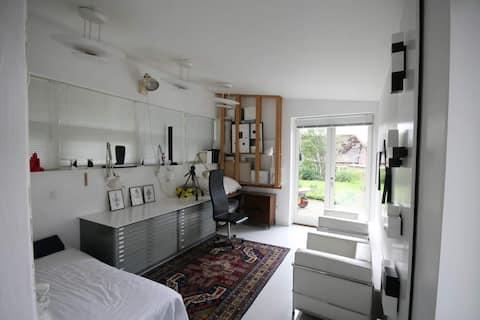 59平方メートルのアネックス/スタジオをデザインしたモダンな建築家。