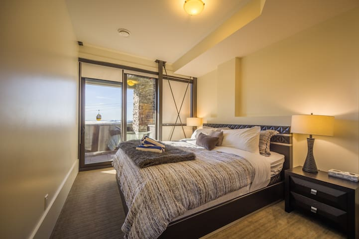 2nd floor king room with shared ensuite.