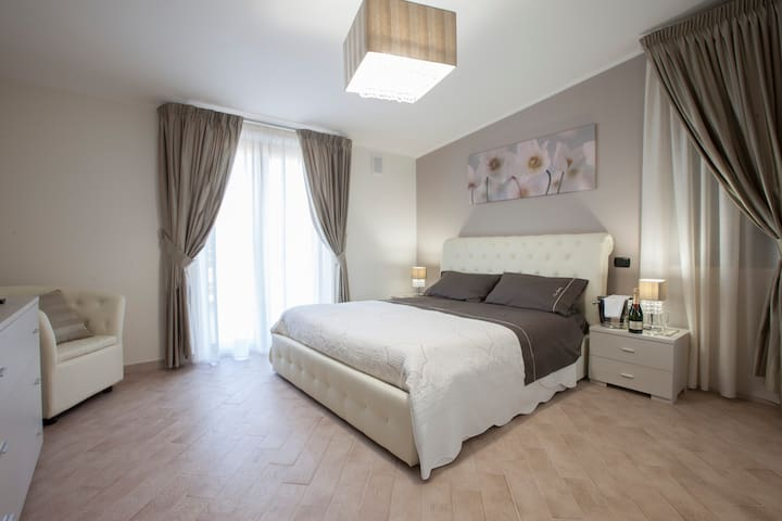 Amira Luxury Apartment - Servizi e Comfort al Top - Curti - Huis