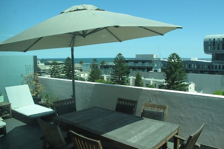 Apartment, huge balcony, sea views! - Port Melbourne - Wohnung