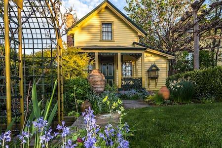 Charming garden cottage - Hobart