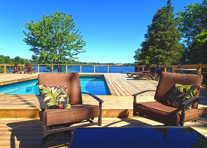 Shamrock Cove - Private PEC family-friendly swimmable waterfront with heated pool, kayaks and canoe