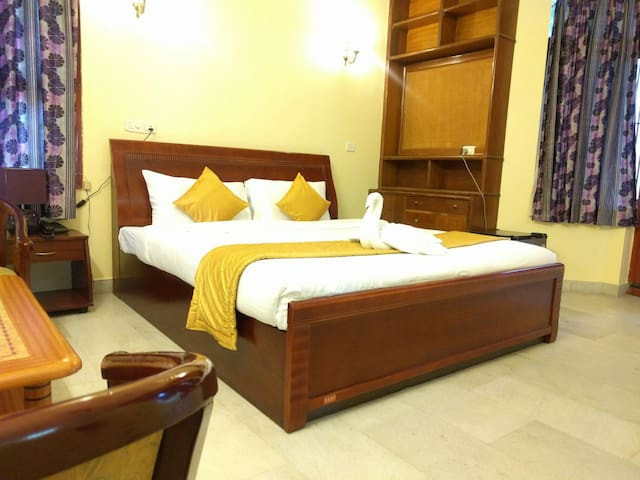 Elegant Spacious Room near Ekkatuthangal