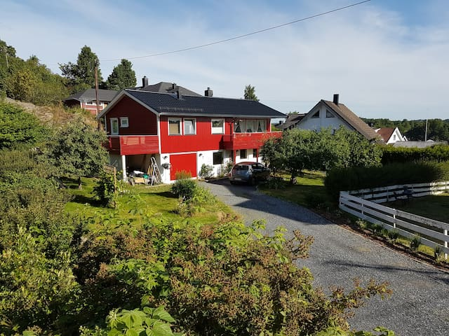 Private bed+bath, shared kitchen, easy access Oslo