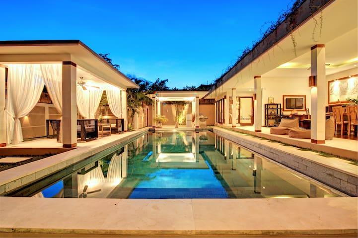 SEMINYAK I Superb Villa I Jacuzzi I Pool I Garden - North Kuta - Casa de campo