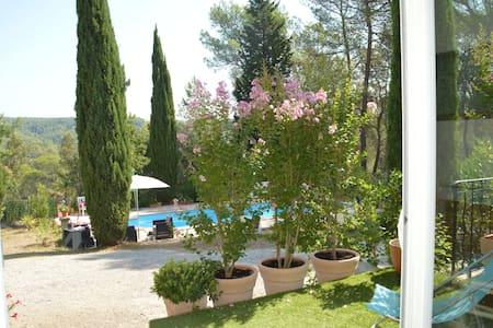 Une pinède au coeur de la Provence Verte ...