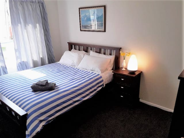 Dalrye Bed Stay (9mins Airport & 1min Uni)