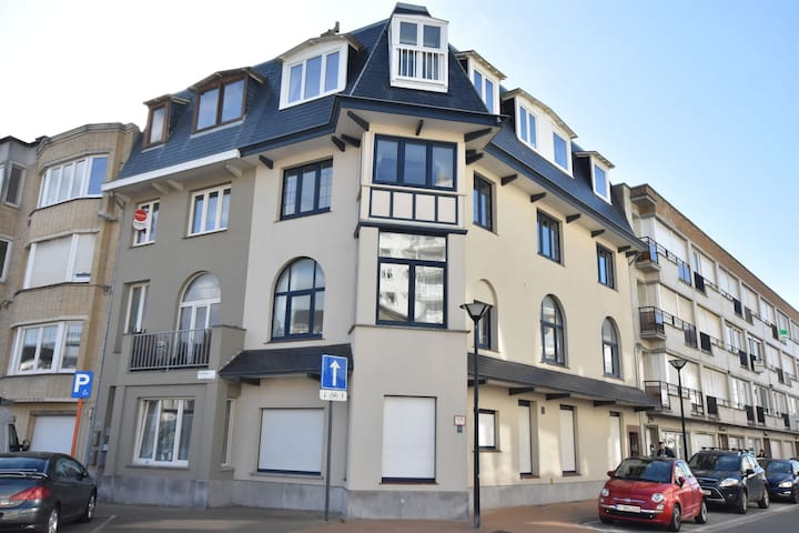 Modern Apartment in Westende/Middelkerke with Beach nearby