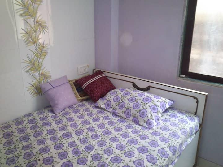 Private room in Kandivali