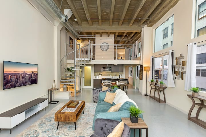 𝓛𝐮𝐱𝐮𝐫𝐲 Loft in The Heart of Downtown LA