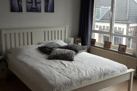 Centre of Voorschoten, clean and comfortable room - Voorschoten - 公寓