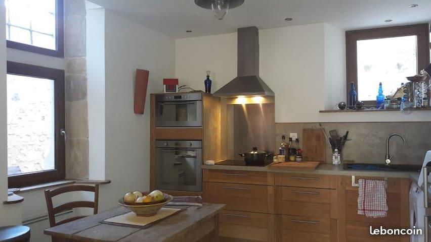 Viviers :  Maison de village avec cour intérieure