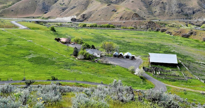 Barber Ranch-Dog Friendly. Mt Views. Cattle Ranch.