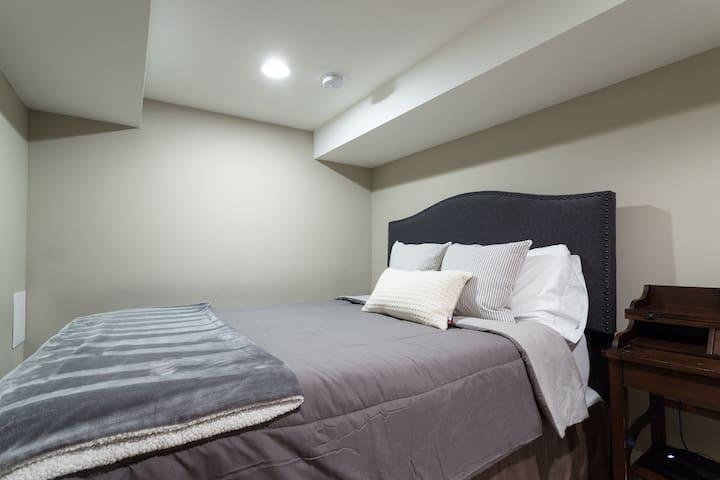 Den - queen bed