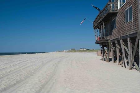 Fire Island Beach Home Robbins Rest - ファイアーアイランド - 一軒家