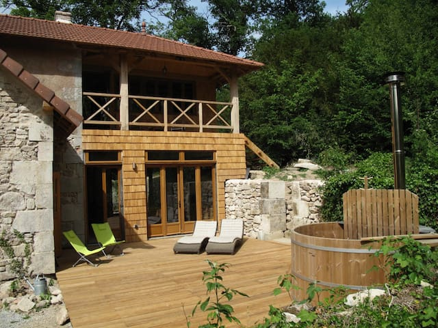 Holiday home, villa, 13 ha estate near Beaune