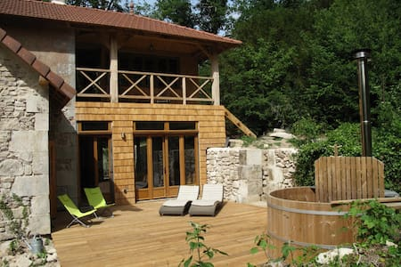 Holiday home, villa, 13 ha estate near Beaune - Saint-Martin-de-Commune - Villa