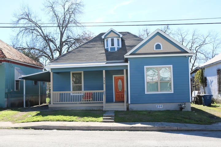 Quiet, Cozy, Spacious Home - 1 mile to Downtown
