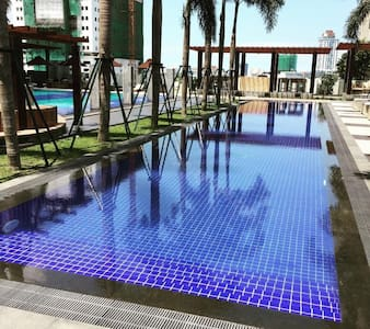 2 bed central apartment with pool - Colombo