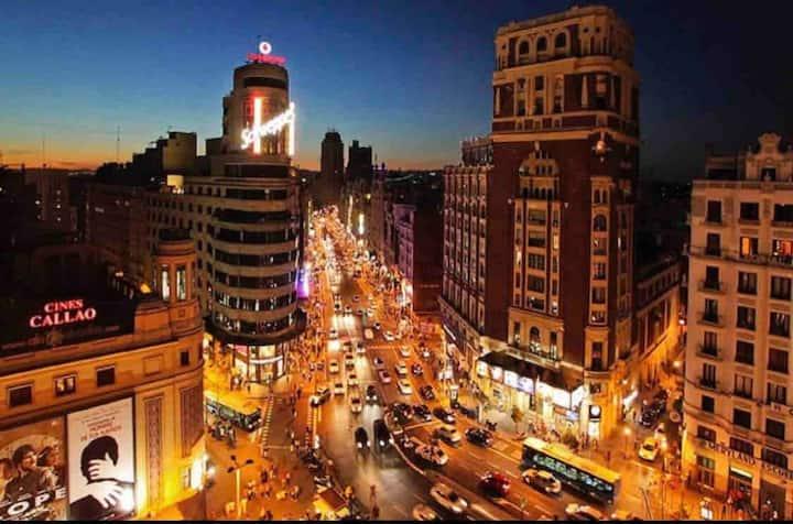 ***Lovely Single Room in Heart of Madrid***