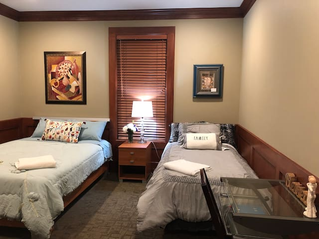Seattle Cozy Rm w/ 2bed & Private Bath at Bellevue
